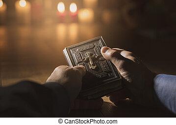 聖書, 神聖, 読書, 教会, 祈ること, 人