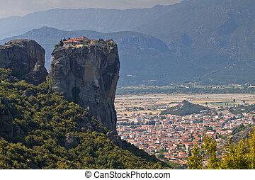 聖者, 光景, ギリシャ, 都市, 修道院, meteora, 三位一体, 岩, kalambaka, 下に
