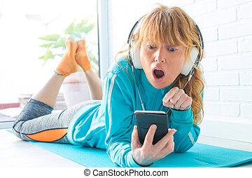 聞くこと, 電話, スポーツウェア, 女, ヘッドホン, 音楽