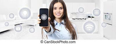 聪明, 家, 微笑妇女, 显示, 移动电话, 屏幕, 带, 符号, 在上, 厨房, 同时,, 生活, 弄污背景