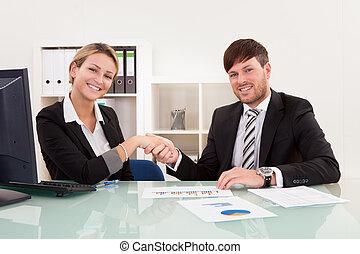 聯接, 會議, 事務, 冒險