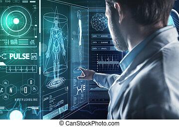 聰明, 醫生, 指向, the, 屏幕, 當時, 工作, 由于, 現代的技術