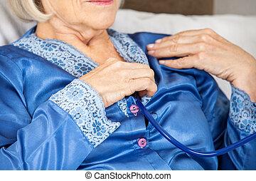 聴診器, 検査, 年長の 女性, 彼女自身