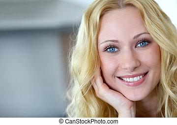 肖像画, の, 微笑, ブロンド, 女, ∥で∥, 巻き毛の髪