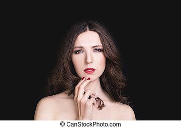 肖像画, の, 美しい女性, ∥で∥, 巻き毛の髪, -, 隔離された, 上に, 暗い, バックグラウンド。