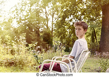 肖像画, の, a, ティーンエージャーの少年, モデル 椅子
