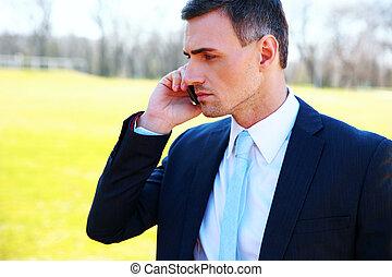 肖像画, の, a, ビジネスマン, 電話 で 話すこと