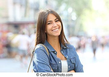 肖像画, の, a, 美しい, 十代, ∥で∥, 完全, 微笑