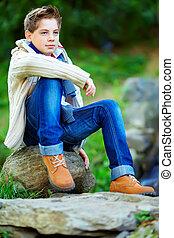 肖像画, ティーンエージャーの少年, カラフルである, 屋外で