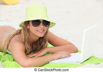 肖像画, ラップトップ, 女, 浜, 若い