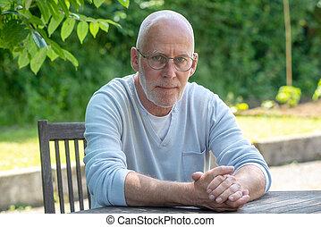 肖像画, 年長 人, ガラス, 屋外で