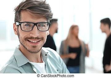 肖像画, 微笑の人, ガラス