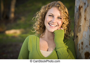 肖像画, 微笑の 女性, 若い, かなり