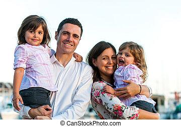 肖像画, outdoors., 若い 家族, 幸せ