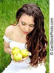 肖像, ......的, 年輕, 美麗的婦女, 由于, 蘋果, 以及, 長, 卷曲的頭髮麤毛交織物