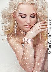 肖像, ......的, 美麗, 白膚金發碧眼的人, 女孩, 由于, 長, 卷曲的頭髮麤毛交織物, 以及, 專業人員, make-up., jewelry., beauty., 時裝, woman.