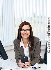 肖像, ......的, a, 年輕, 從事工商業的女性, 在, 辦公室