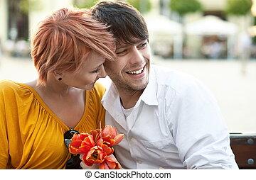 肖像, ......的, a, 年輕, 快樂, 夫婦擁抱, 在戶外