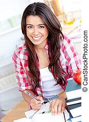 肖像, ......的, a, 微笑, 高加索人, 青少年的 女孩, 學習