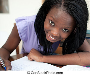 肖像, ......的, a, 快樂, 青少年的 女孩, 學習