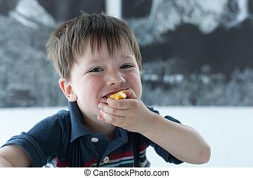 肖像, ......的, a, 男孩, 吃食物