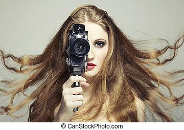 肖像, ......的, a, 美麗的婦女, 由于, the, 照像機。, 時裝, 相片