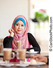 肖像, ......的, the, 年輕, 穆斯林, 婦女, 當時, 放松, 上, 咖啡桌子