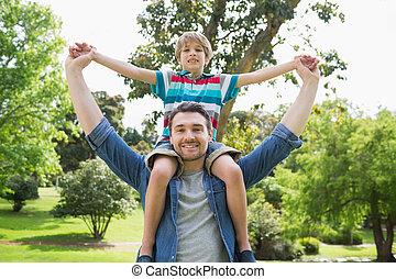 肩, 公園, 届く, 父, 男の子