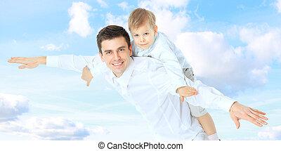 肩, 彼の, お父さんを抱いている息子