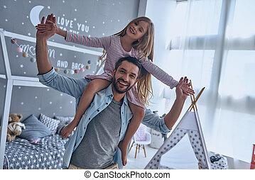 肩, 彼の, 娘, 出費, 父, のんびりしている, 無料で, 朗らかである, 間, 届く, 時間, 家, 微笑, fun.