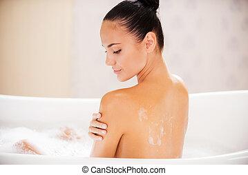 肩, 絹のようである, 女, 彼女, 美しさ, 滑らかである, 若い, 浴室, 間, 感動的である, 魅力的,...