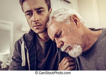 肩, 老化, 頭, 彼の, 息子, 傾倒, 人