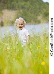 背が高い草, 幼児