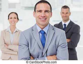 背景, ポーズを取る, 彼の, 同僚, 従業員