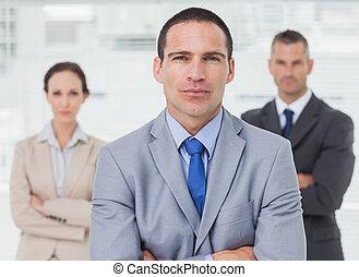 背景, ポーズを取る, 彼の, 同僚, 従業員, 深刻