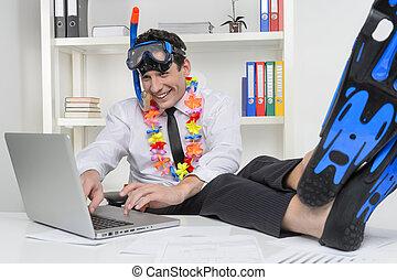 腐敗罐, 他的, 工作, 坐, vacation., 商人, 快樂, 水下通气管, 電腦, 地方, 作夢, 使用