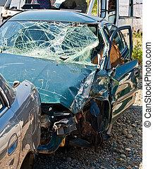 ∥, 自動車事故, どこ(で・に)か, ∥, 損害, あった, 巨大