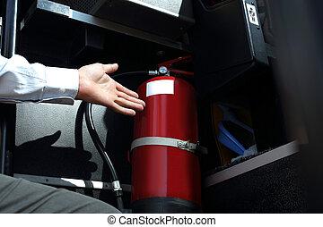 自動車, 火, extinguisher., ∥, バスの運転手, ショー, ∥, 火 消火器, の間, ∥, 点検