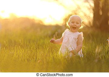 自然, 日没, 女の赤ん坊, 遊び, 幸せ