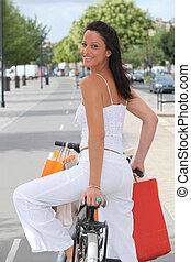 自転車, 女性買い物, 背中, 若い, 打撃, 衣服
