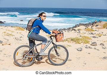 自転車, 女, 浜, 乗馬