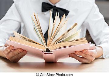 興味を起こさせること, ハンサム, 小説, クローズアップ, 手