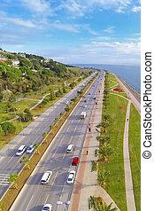 航空写真, 沿岸である, 通り, sunn, 二重, kartal, 運転, 分けられる, istanbul., carriageway., ハイウェー, 自然, 自動車, 提示, sahilyolu, 交通, sea., 前方へ, marmara, 自動車, 多数, 光景, 典型的