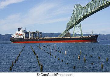 船, astoria 橋, &, cargo/tanker