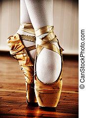 芭蕾舞舞蹈演員, 由于, 老, 鞋子