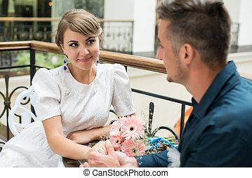 花婿, 公園, 見る, 花嫁, カフェテーブル, 幸せ