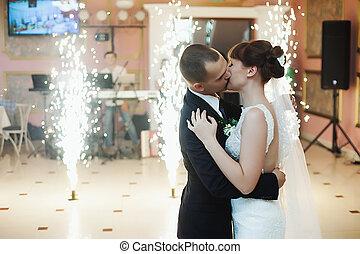 花婿, 接吻, 花嫁, 売りに出しなさい, 前部, の, ベンガル, 火