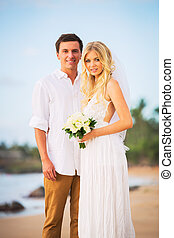 花婿, 浜, ロマンチックな カップル, 結婚されている, トロピカル, 花嫁, 驚かせること, 日没, 楽しむ, 美しい