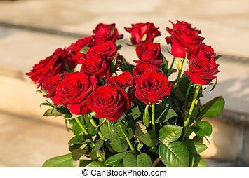 花束, 暗い, 開くこと, 赤いバラ
