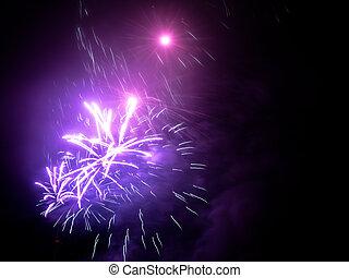 花火, 中に, (どれ・何・誰)も, ヨーロッパの都市, ∥において∥, 大晦日